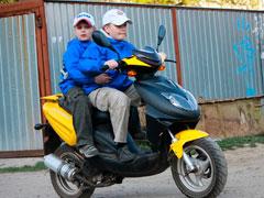 Уважаемые родители, подарившие ребенку скутер или мопед!