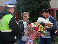 В Волжском районе сотрудники Госавтоинспекции помогли беременной женщине добраться до больницы