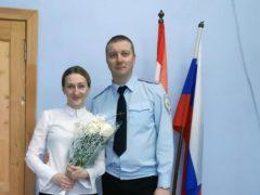 Сотрудники полиции поздравили представительницу Общественного совета с Международным женским днем